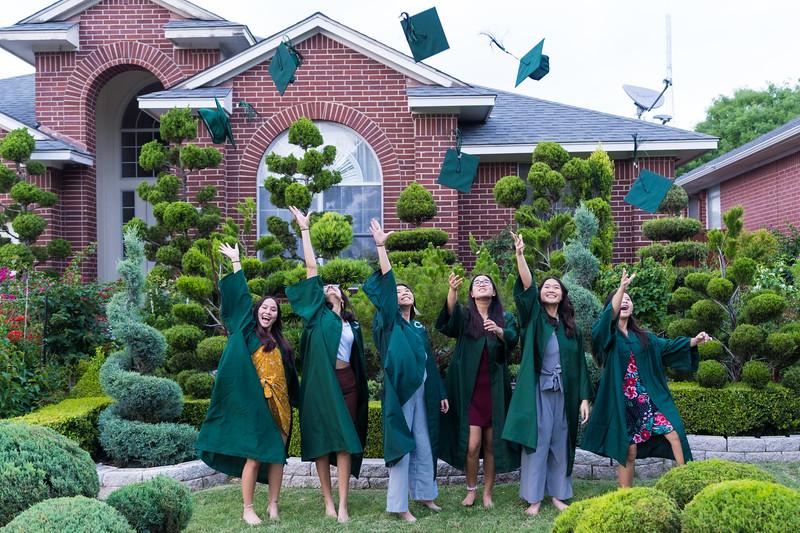 20200521_sarah-friends-connally-graduation_102.jpg