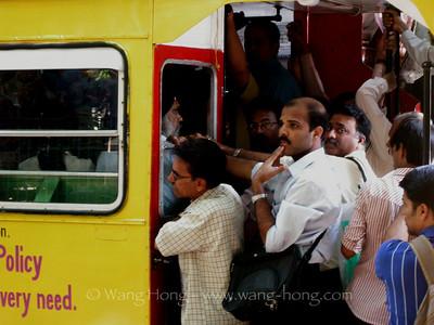 On Streets around Victoria Terminal, Mumbai, 2009 孟买维多利亚火车站周围