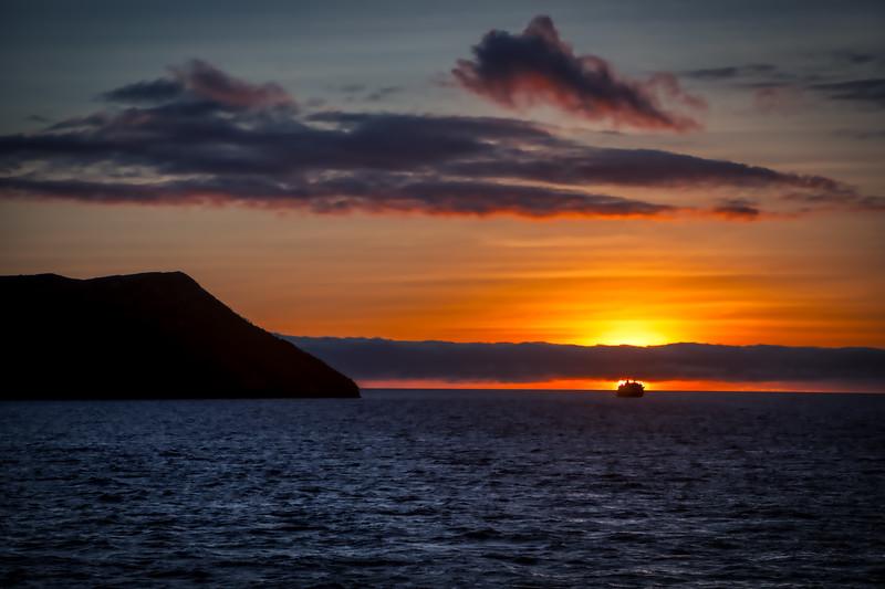 _I9A8427_Sunset Galapos.jpg