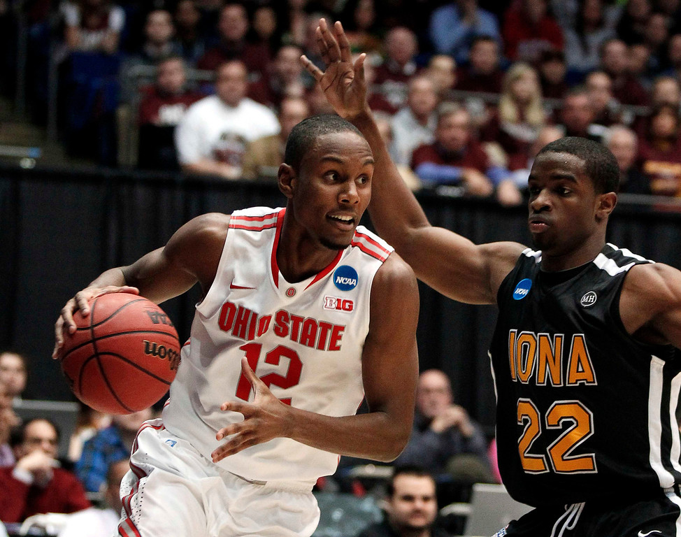. Ohio State Buckeyes forward Sam Thompson (L) dribbles the ball around Iona Gaels guard Sean Armand during the first half of their second round NCAA tournament basketball game in Dayton, Ohio March 22, 2013.  REUTERS/Matt Sullivan