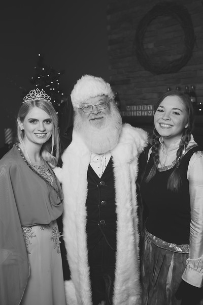 00_Santa and Elsa and Anna