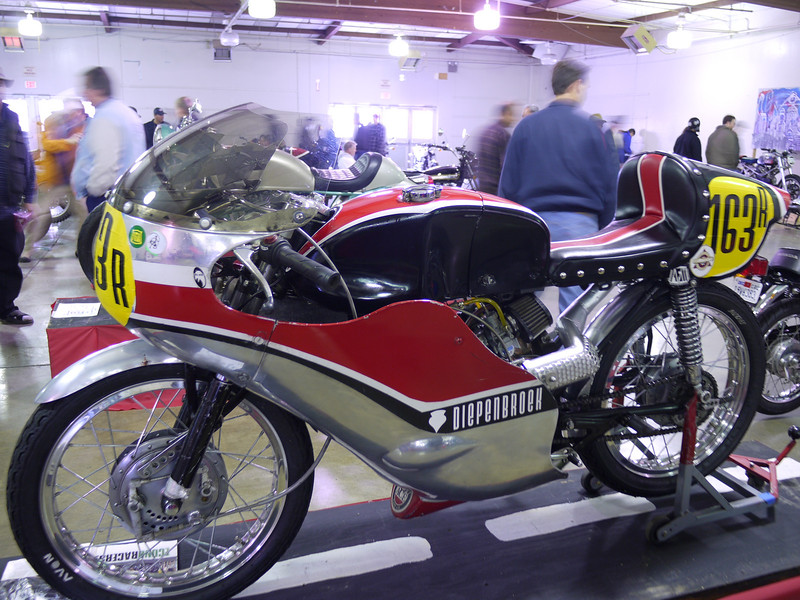 """Rob Diepebroek's CL175 racer with 160 'sloper' engine, raced in AHRMA 200 and 250 GP classes. AFM vintage. Mini Harley CR lowboy-ish body in aluminum. 3rd place """"competition"""" class at this show. New seat cover by Mr. Stitch."""