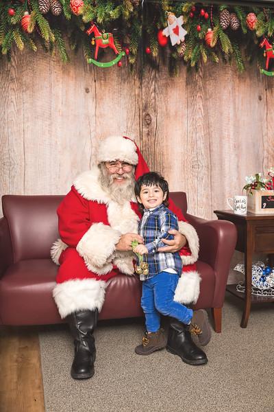 Ameriprise-Santa-Visit-181202-4984.jpg