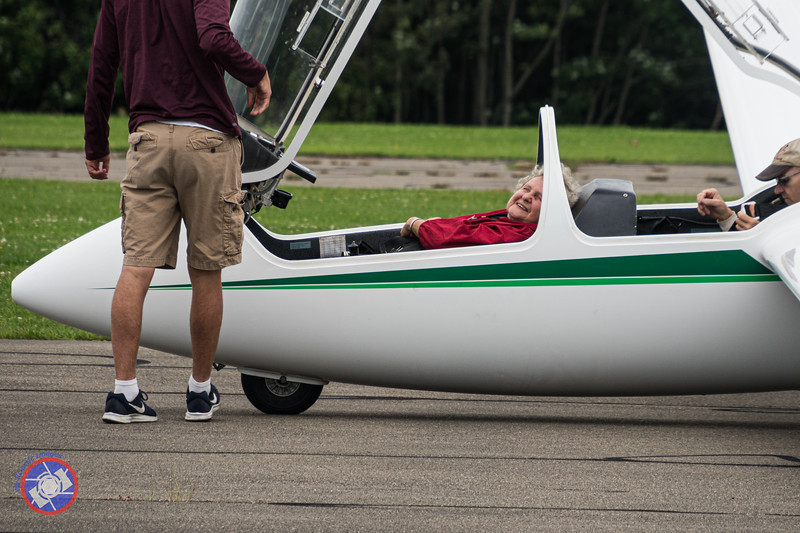 The End of a Fabulous Experience in a Sailplane (©simon@myeclecticimages.com)