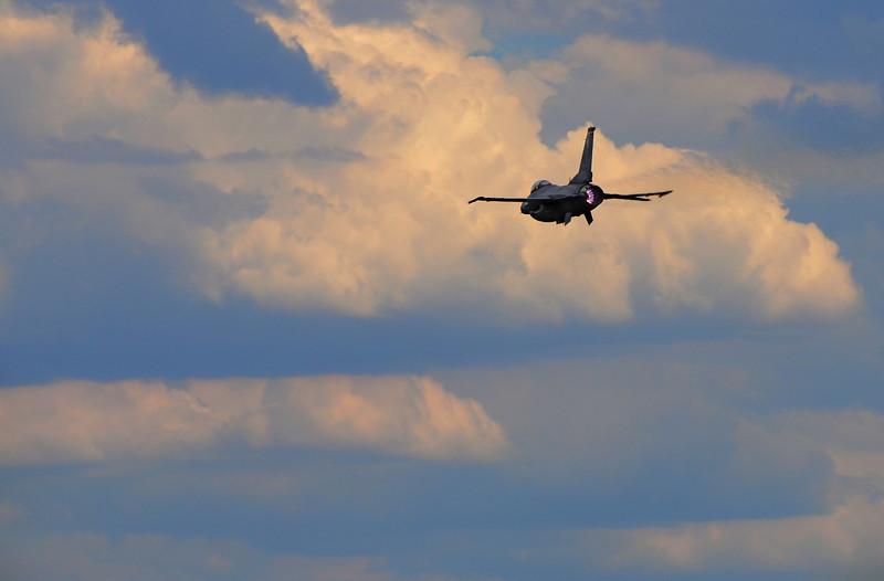 F-16 Departing1.jpg