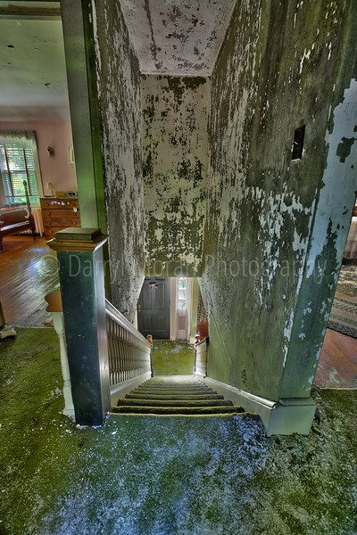 Inside An Abandoned WWII Army Surgeon's House (15).jpg