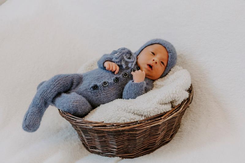 newborn-harrison_8.jpg