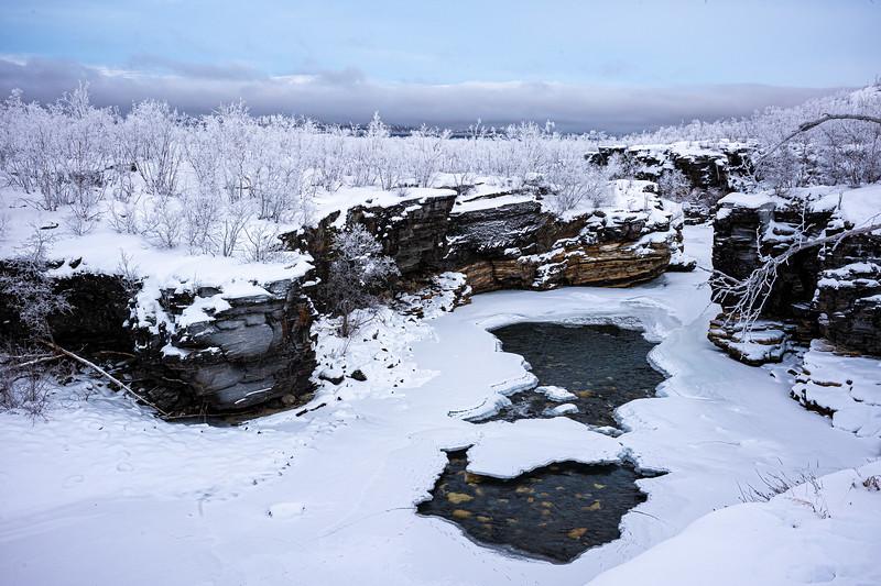view of frozen Abiskojakka river.jpg