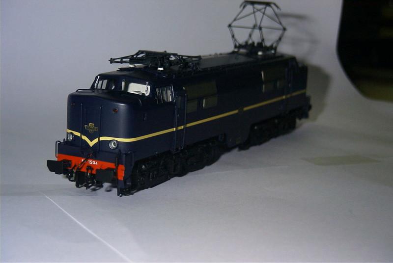 philotrain 870-24-3 1204 berlijns blauw zonder kop1.JPG