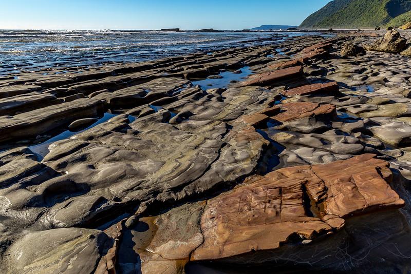 «Motukiekie Beach Walk»: Steinstrukturen