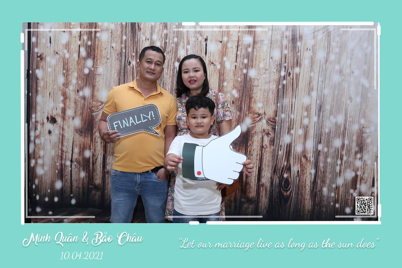 QC-wedding-instant-print-photobooth-Chup-hinh-lay-lien-in-anh-lay-ngay-Tiec-cuoi-WefieBox-Photobooth-Vietnam-cho-thue-photo-booth-080.jpg