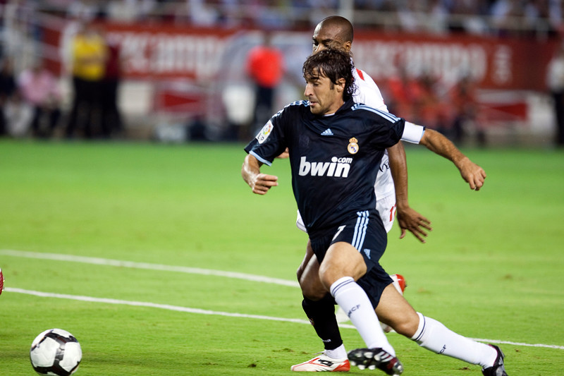 Raul with the ball. Spanish League game between Sevilla FC and Real Madrid, Sanchez Pizjuan Stadium, Seville, Spain, 4 October 2009