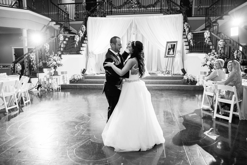 0867_Josh+Lindsey_WeddingBW.jpg