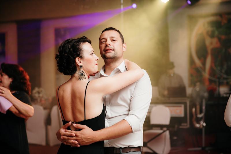 www.mihaeladinca.com