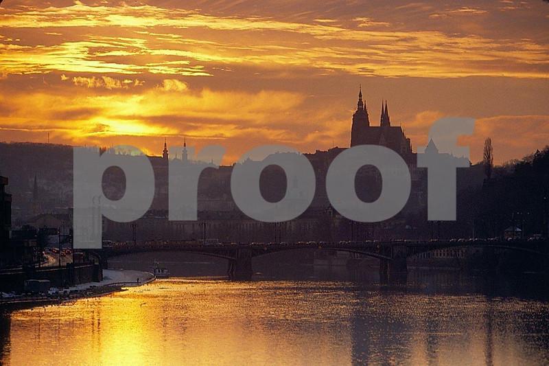 Svermuv bridge &Vltava River 12.02.084.jpg