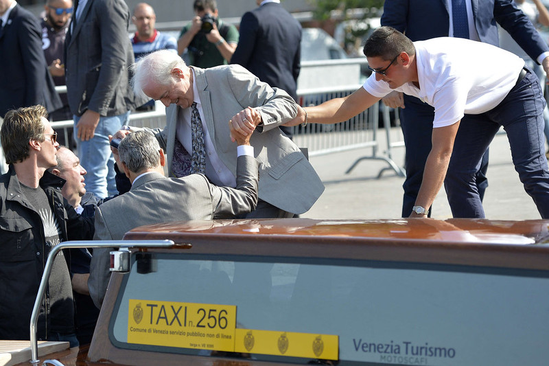 . US actor George Clooney (3rd-L) helps his father Nick Clooney (C) get off a taxiboat in Venice on September 26, 2014 on the eve of the actor\'s wedding. ANDREAS SOLARO/AFP/Getty Images