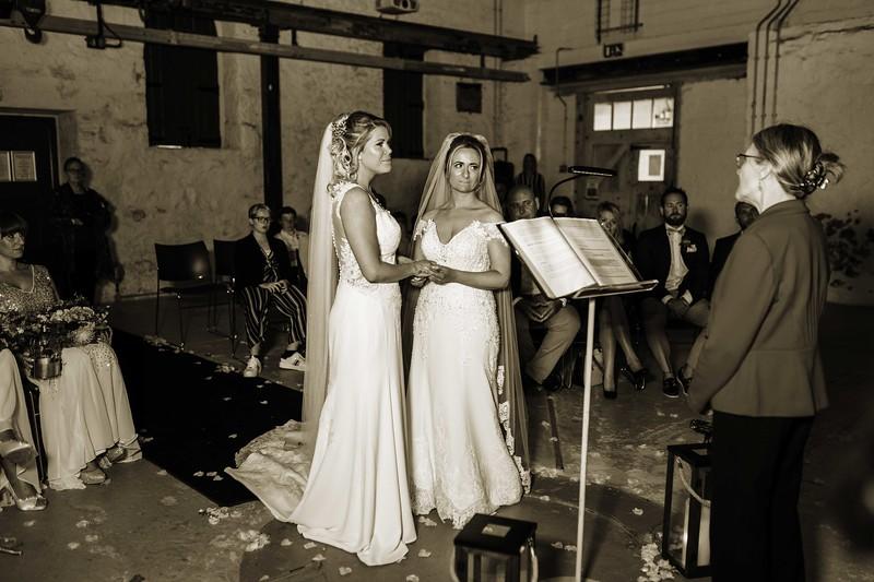 Katie and Hayley D1_0096.jpg