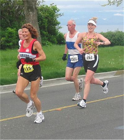 2003 Times-Colonist 10K - Laura and Rhonda early in the race