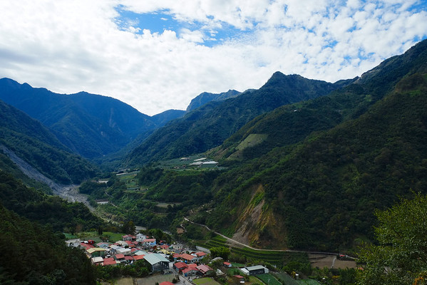Batongguan Trail (八通關古道)