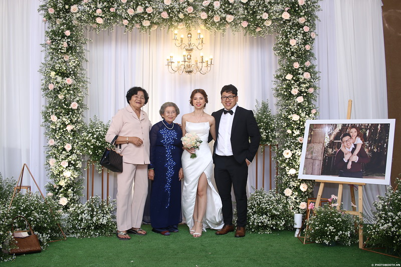 Vy-Cuong-wedding-instant-print-photo-booth-in-Bien-Hoa-Chup-hinh-lay-lien-Tiec-cuoi-tai-Bien-Hoa-WefieBox-Photobooth-Vietnam-137.jpg
