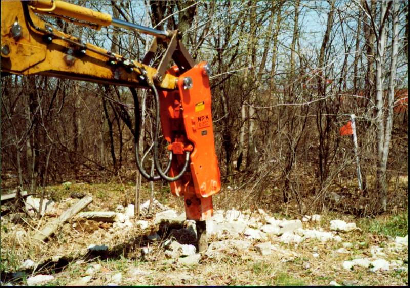 NPK E207 hydraulic hammer on Cat backhoe - one piece bracket at NPKCE 4-20-01 (1).JPG