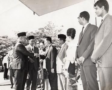 1965 - LAWATAN D.Y.M.M YANG DIPERTUAN AGONG KE DEWAN LATEHAN MARA