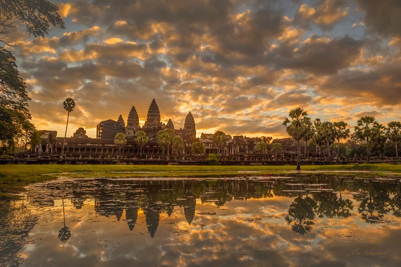 _MG3260_Angkor_Wat_Signed.jpg