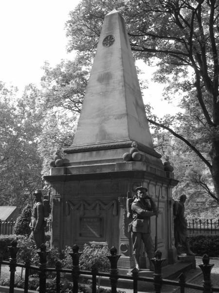 Soldats du Siege de Paris Monument