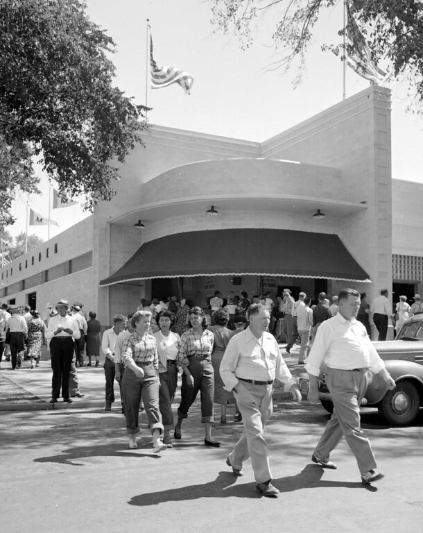 . Exterior of the Beer Garden in 1949, corner of the Food Building. Photo courtesy of the Minnesota State Fair.