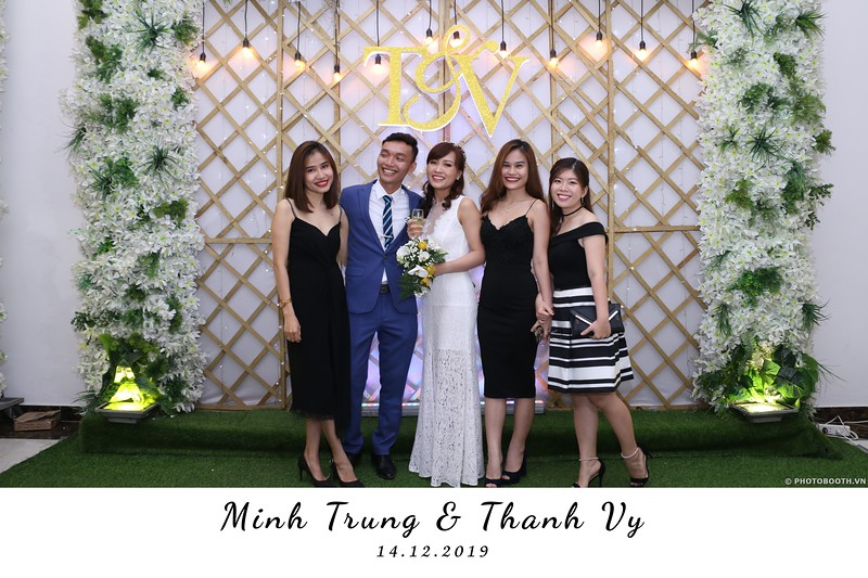 Trung-Vy-wedding-instant-print-photo-booth-Chup-anh-in-hinh-lay-lien-Tiec-cuoi-WefieBox-Photobooth-Vietnam-101.jpg