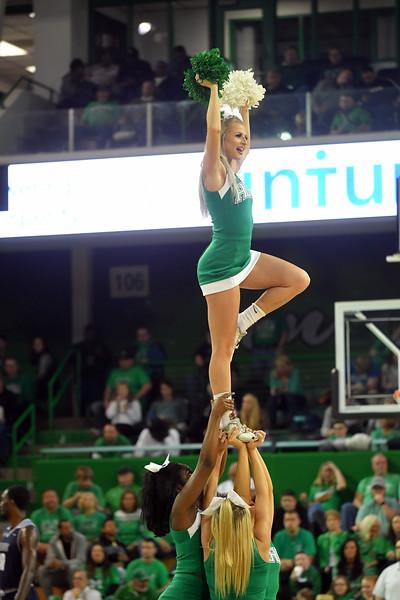 cheerleaders1065.jpg
