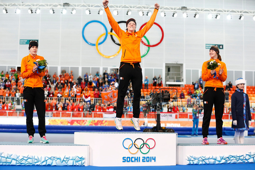 . Gold medal winner Jorien ter Mors (C) of the Netherlands, flanked by silver medalist Ireen Wust (L) of the Netherlands and bronze medalist Lotte van Beek (R) of the Netherlands, celebrates during the flower ceremony after the women\'s 1500m Speed Skating event in the Adler Arena at the Sochi 2014 Olympic Games, Sochi, Russia, on Feb. 16, 2014.  EPA/VINCENT JANNINK