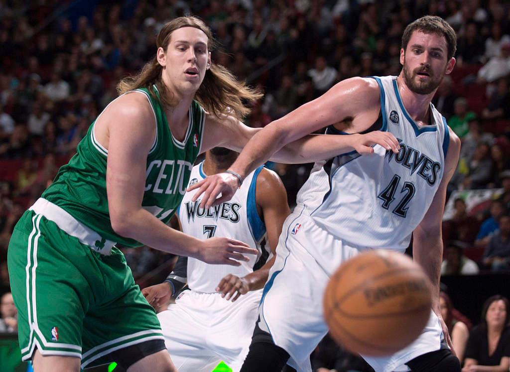 . Minnesota Timberwolves\' Kevin Love, right, and Boston Celtics\' Kelly Olynyk keep their eyes on the ball during the first quarter. (AP Photo/The Canadian Press, Graham Hughes)