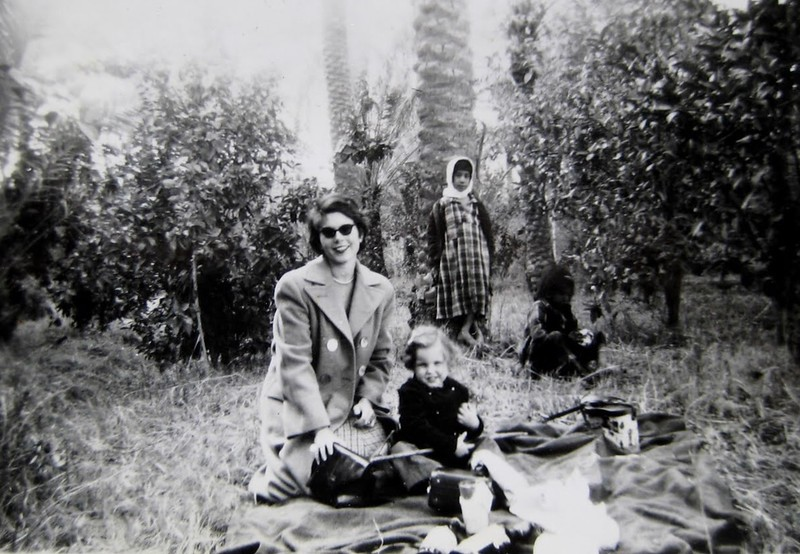 Didi & Pam, Bakuea, Dec 1963