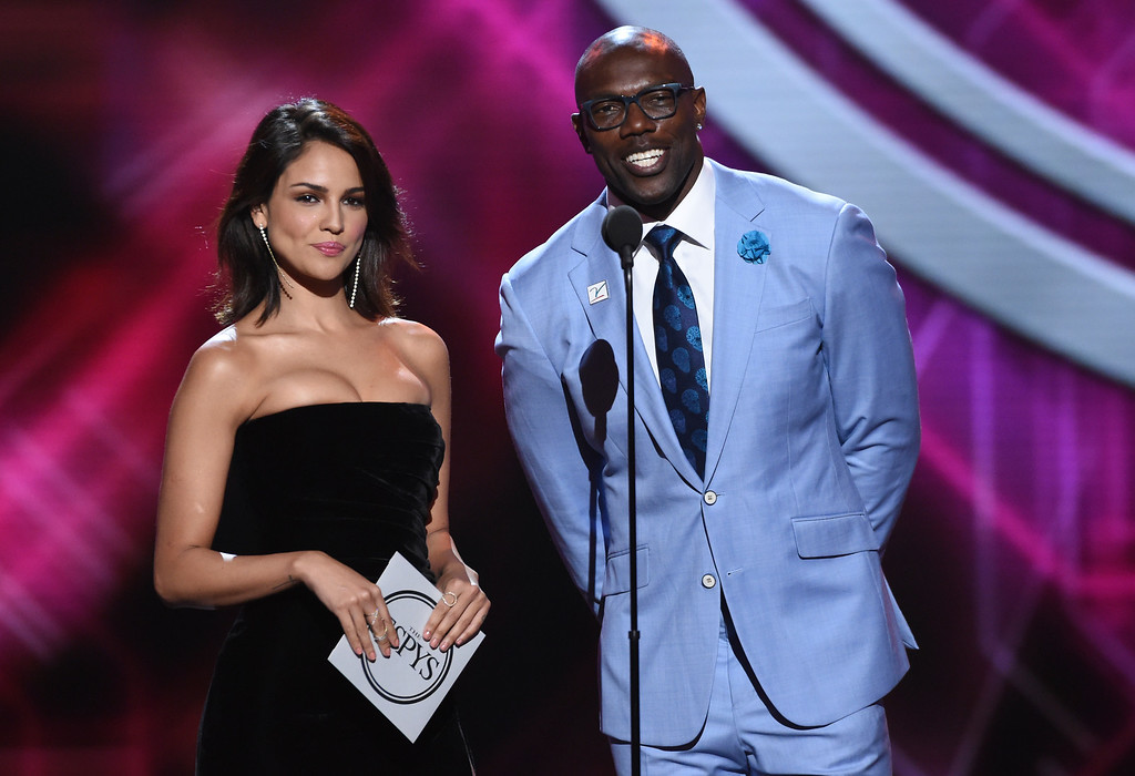 . Eiza Gonzalez, left, and Terrell Owens present the award for best play at the ESPY Awards, at Microsoft Theater on Wednesday, July 18, 2018, in Los Angeles. (Photo by Phil McCarten/Invision/AP)