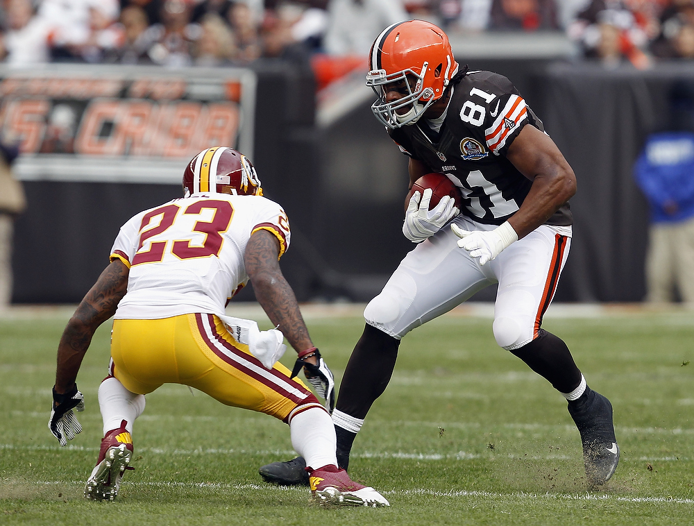 . Tight end Alex Smith #81 of the Cleveland Browns runs by cornerback DeAngelo Hall #23 of the Washington Redskins at Cleveland Browns Stadium on December 16, 2012 in Cleveland, Ohio.  (Photo by Matt Sullivan/Getty Images)