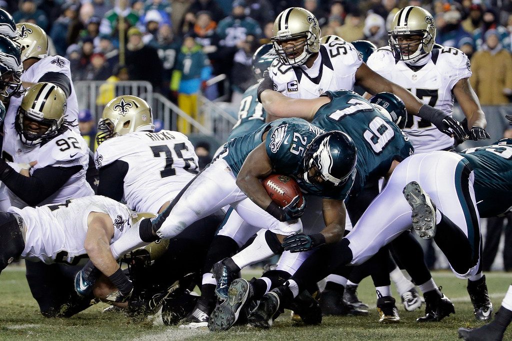 . Philadelphia Eagles\' LeSean McCoy (25) scores a touchdown during the second half of an NFL wild-card playoff football game against the New Orleans Saints, Saturday, Jan. 4, 2014, in Philadelphia. (AP Photo/Matt Rourke)