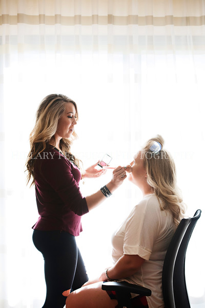 Hillary_Ferguson_Photography_Melinda+Derek_Getting_Ready079.jpg
