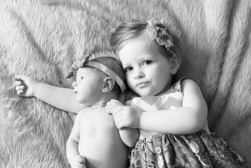2014.03.30 Whitney Kronforst Newborn Photos B-W 50.jpg