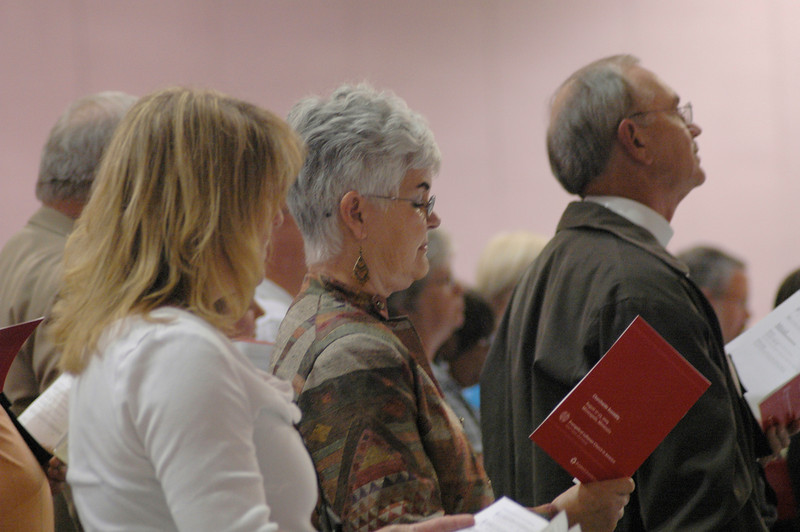 Ione Hanson (center), wife of Presiding Bishop Mark S. Hanson, at opening worship.