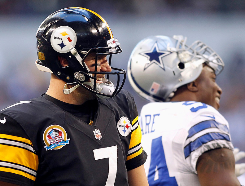 . Pittsburgh Steelers quarterback Ben Roethlisberger and Dallas Cowboys linebacker DeMarcus Ware (R) share a laugh during a timeout in the first half of their NFL football game in Arlington, Texas December 16, 2012. REUTERS/Mike Stone