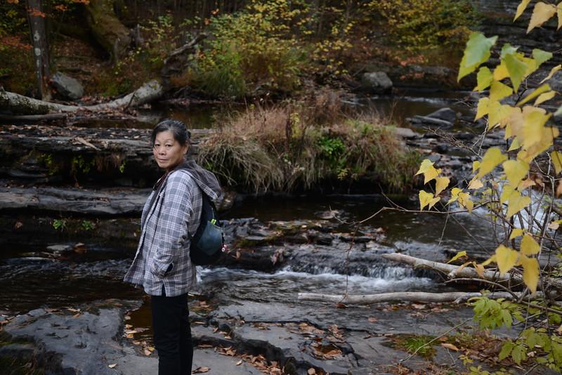 Lori on trail.JPG