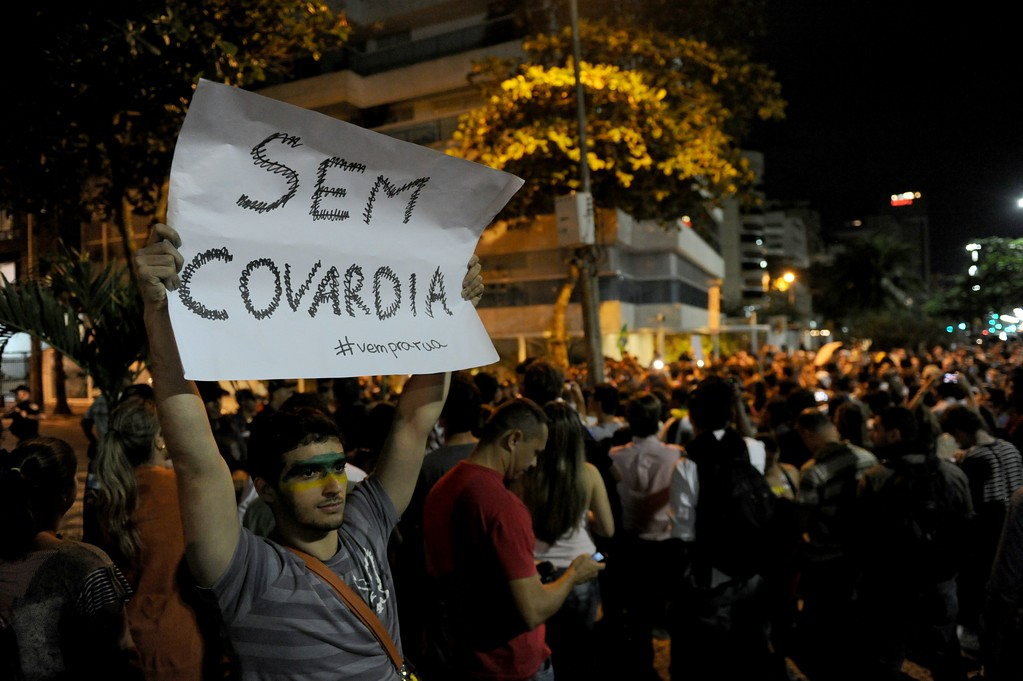 . People gather to protest before the house of Rio de Janeiro governor Sergio Cabral in Leblon, Rio de Janeiro, Brazil on June 21, 2013.   AFP PHOTO / TASSO  MARCELO/AFP/Getty Images