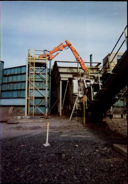 NPK B600 pedestal boom system on platform at(Commonwealth Landfill)-C&D recycling.JPG