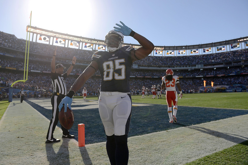 . Antonio Gates #85 of the San Diego Chargers salutes the fans after scoring a touchdown against the Kansas City Chiefs on December 29, 2013 at Qualcomm Stadium in San Diego, California. (Photo by Donald Miralle/Getty Images)