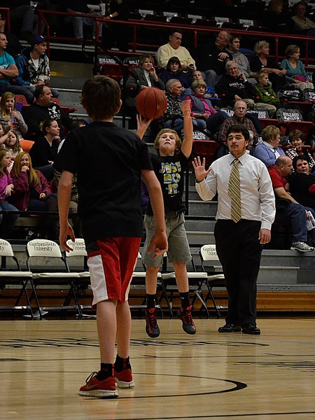 Future Bulldogs compete against one another to win a pizza party during halftime.