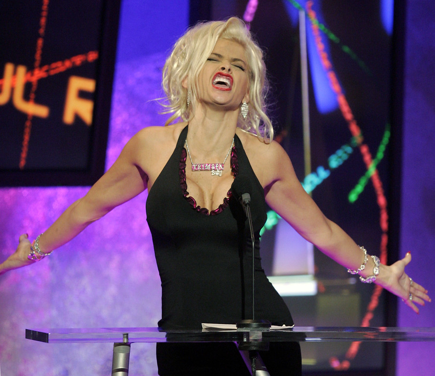 . ** FILE ** Anna Nicole Smith introduces Kanye West during the 32nd annual American Music Awards in this Nov. 14, 2004, file photo at the Shrine Auditorium in Los Angeles. Smith, 39, the former Playboy playmate whose bizarre life careened from marrying an octogenarian billionaire to the untimely death of her son, died Thursday, Feb. 8, 2007, after collapsing at a South Florida hotel, one of her lawyers said. (AP Photo/Mark J. Terrill, file)