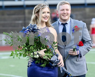 lindale-high-school-crowns-homecoming-queen
