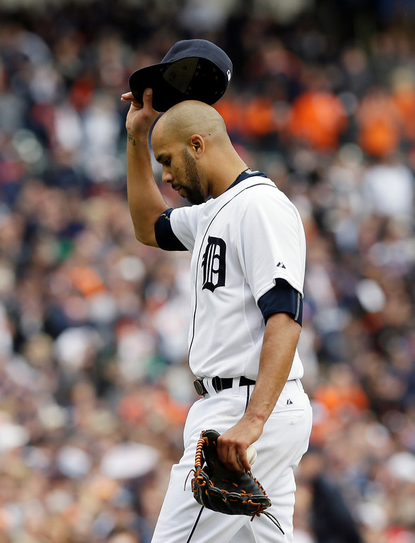 . Detroit Tigers starting pitcher David Price acknowledges the crowd after being relieved in the ninth inning of an opening day baseball game against the Minnesota Twins in Detroit, Monday, April 6, 2015. (AP Photo/Carlos Osorio)