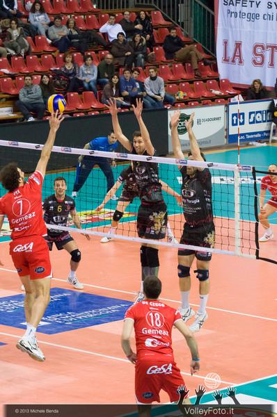 FEI Alessandro (Piacenza) attacca, Alletti Aimone e Vujevic Goran (Perugia) a muro